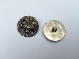 zilverkleurige knoop  30 mm